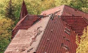 Inspektion von Dachschäden